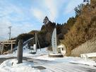 脇本城碑と登城口