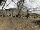 須賀神社鳥居脇にある石垣…