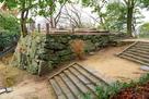 帳櫓跡石垣を、西二の丸跡から…