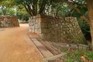 真ノ門跡の外から桜堀方向への階段…