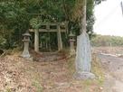 登城口(神社下宮鳥居と城址石碑)…