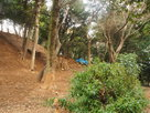 主郭地区、山の岩盤に築いた石垣…
