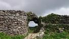 くり貫かれた城門