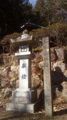 神社横の案内碑…