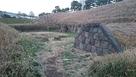 弾薬庫跡の土塁石垣…