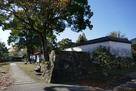 紙屋門につながる道と石垣…