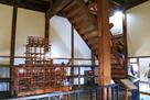 天守2階の身舎、構造模型展示と階段…