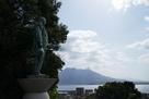 東郷平八郎像と桜島…