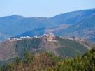 藤和峠から見る城址…