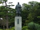 岡崎城・家康公立像…