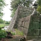 冠木御門と太鼓櫓の石垣…