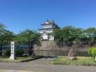 三階櫓(観光用石碑と共に)…