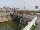 水路と案内板