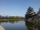 松本城とアルプス…