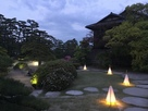 披雲閣庭園ミストシャワー&ライトアップ…