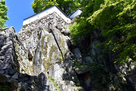 大手門北側の岩盤石垣…