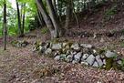 本丸跡の石積み…