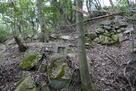 主郭下の石垣と石仏…