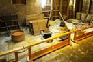 復元された鍛冶工房内部…