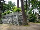 日吉神社裏の石垣…