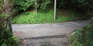 外郭西側の土塁と堀底道…