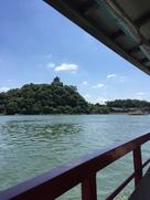 木曽川 昼鵜飼の屋形船から見上げる犬山城…