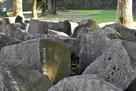 退避させられた石材…