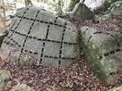 矢穴の残る石(指月山詰丸跡)…