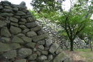 天守台石垣の北側から…