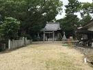 入り口からの眺め、神明社の社。…
