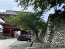 粉河寺大門横の石垣…