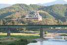 天守と鉄橋(阿蔵地区から)…