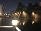 夜の堀と石垣