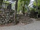 七曲門跡の石垣と石段…