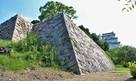 稲荷曲輪石垣と坤櫓(西側)…