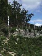 城下へのアピール大石垣、観音寺城のぼり…