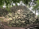 本丸裏側の石垣…