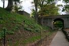 二の丸堀跡から東虎口を見上げる