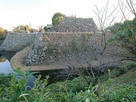 天守台石垣と水堀…