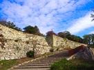 秋空と石垣