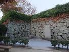船入櫓跡石垣と三原城址石碑…