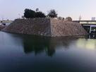 夕方の天守台石垣と水堀…