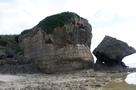 海側から見た城跡…