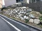 土塁に石垣跡