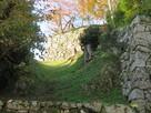 表御門跡の登り石垣と空堀…