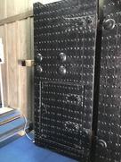 天守出口の鉄扉…