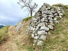 主郭側面の石垣…