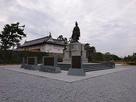 鍋島直正公像と鯱の門・天守台…