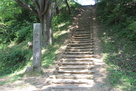 城址碑と階段