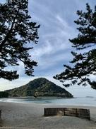 菊ヶ浜から望む指月山…